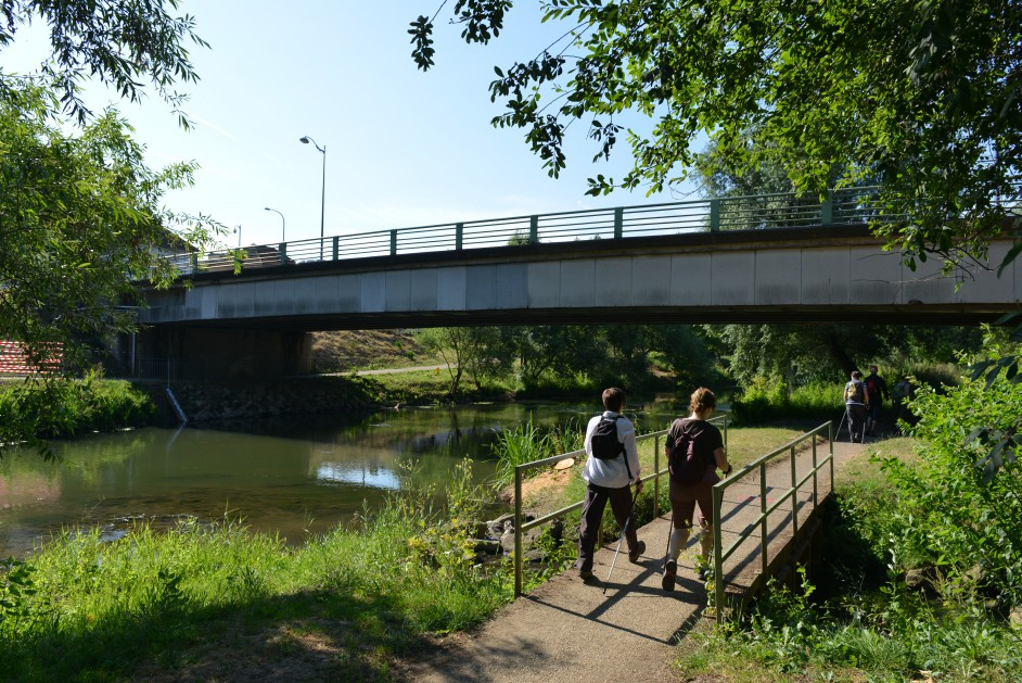 Ville de metz travaux du pont lothaire pose d 39 une for Centre du sablon piscine